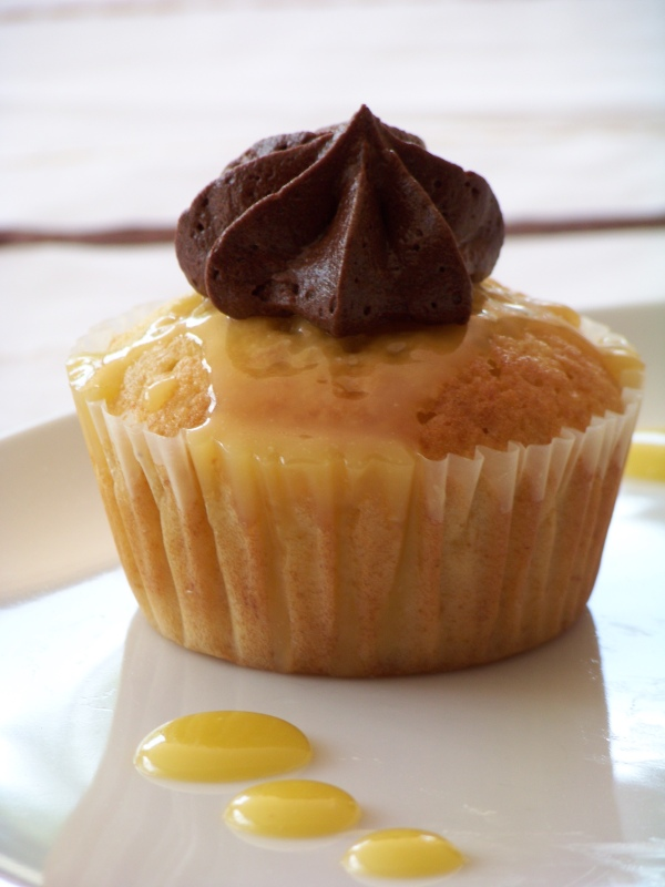 Banana Butterscotch Cupcakes with Chocolate Buttercream